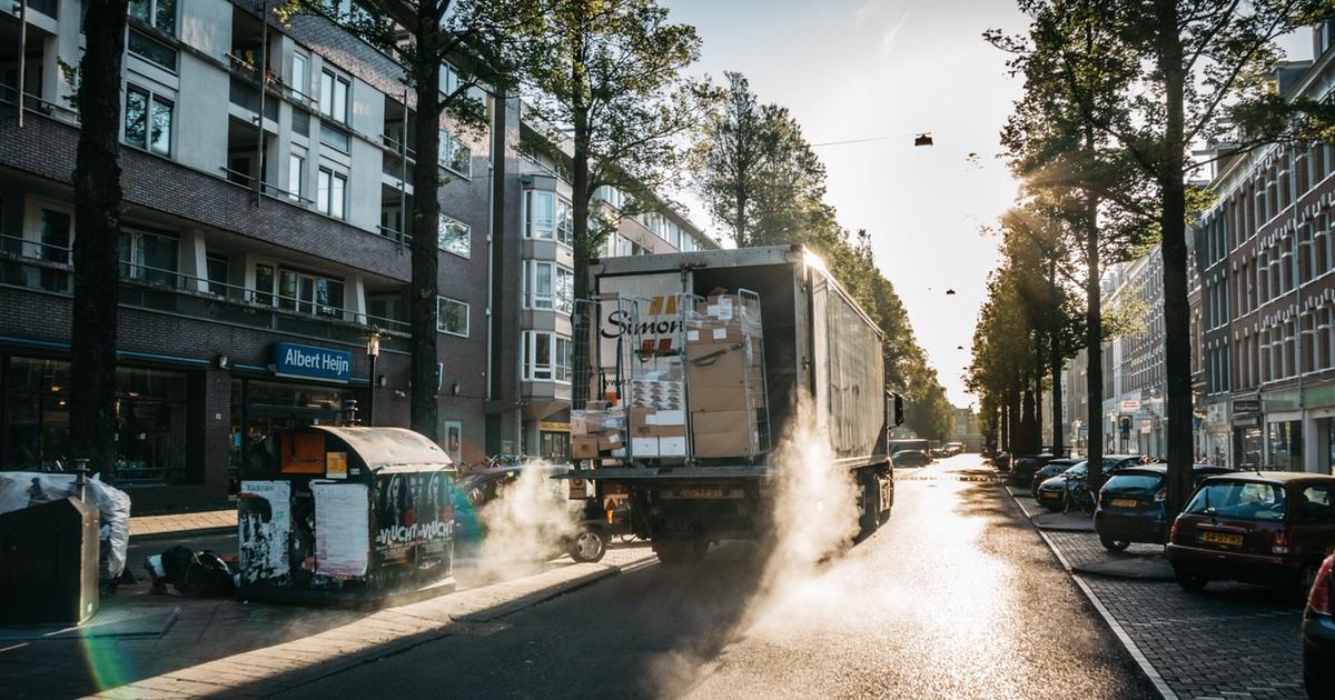 Blick auf einen LKW zum Thema Logistik
