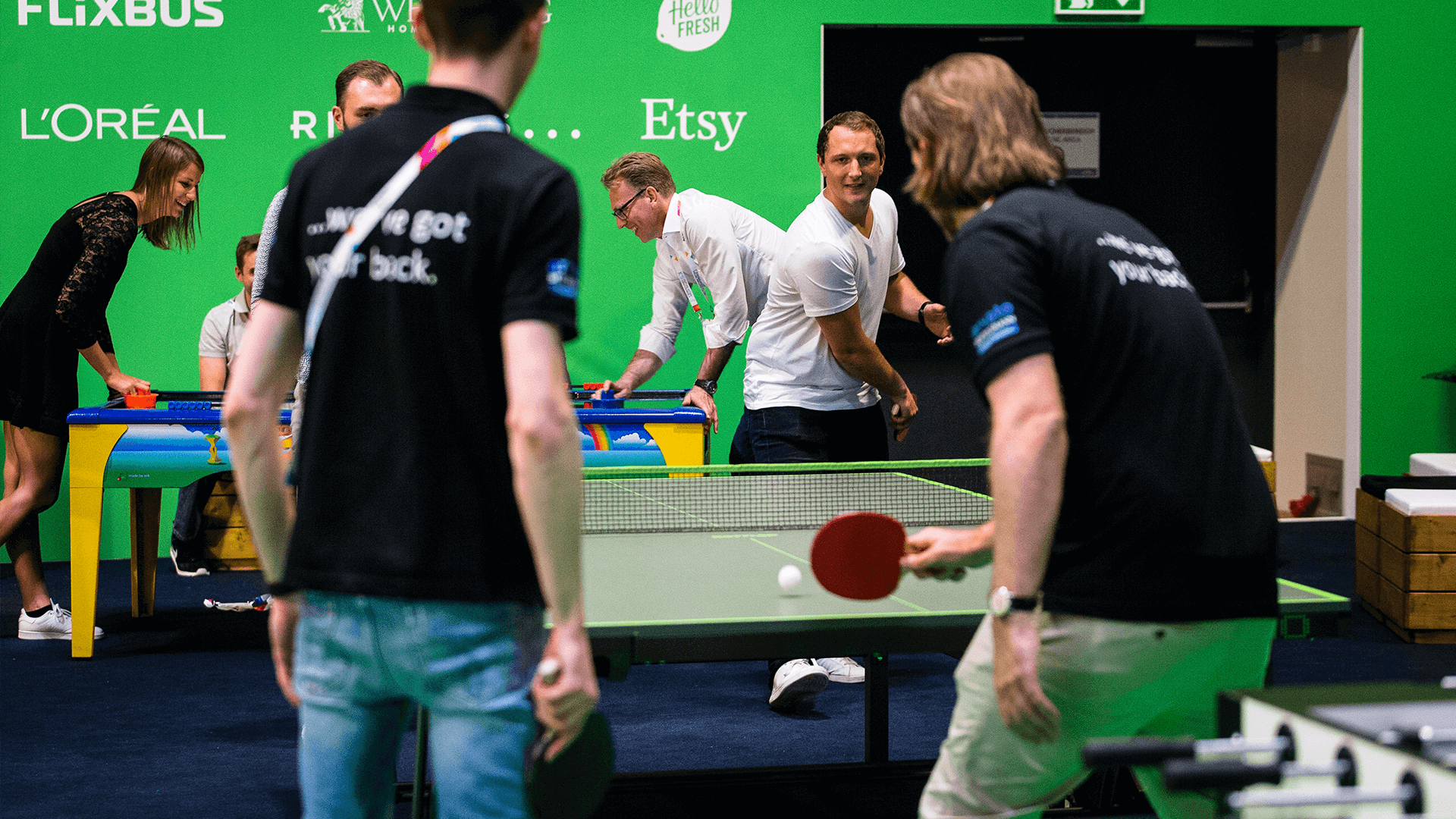 Fun Area Gäste beim Tischtennis spielen