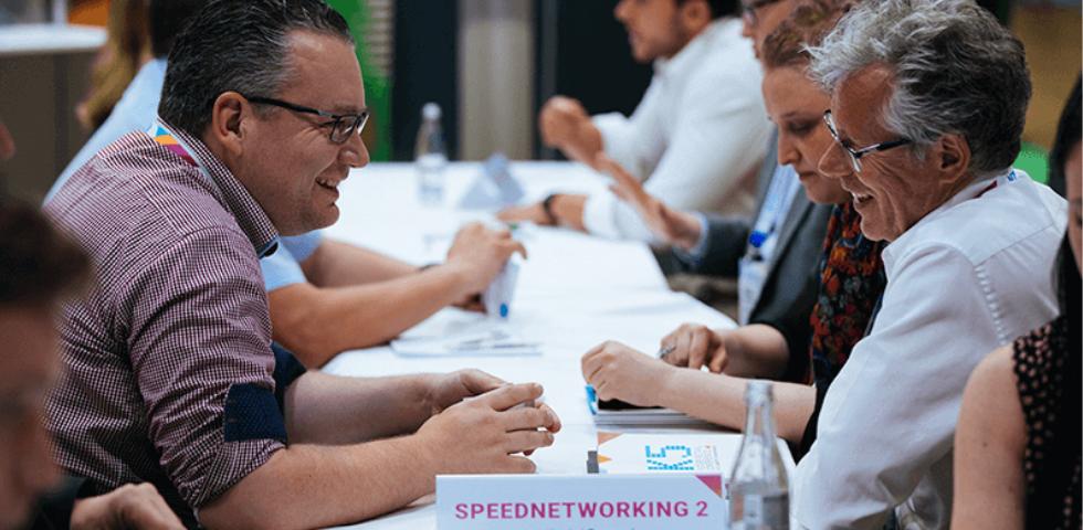 Speednetworking zwei Besucher im Gespräch